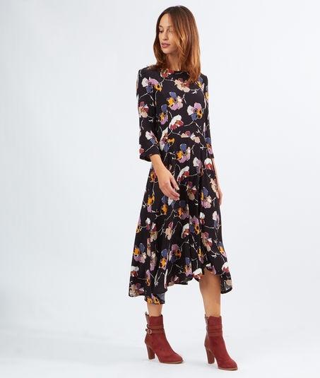 Robe noire fleurie avec quoi la porter tendances de mode for Quoi porter sur une robe pour un mariage d hiver