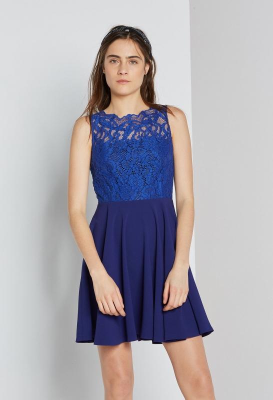 Robe bleue en dentelle comment la porter pour un mariage for Robe bleue royale pour mariage