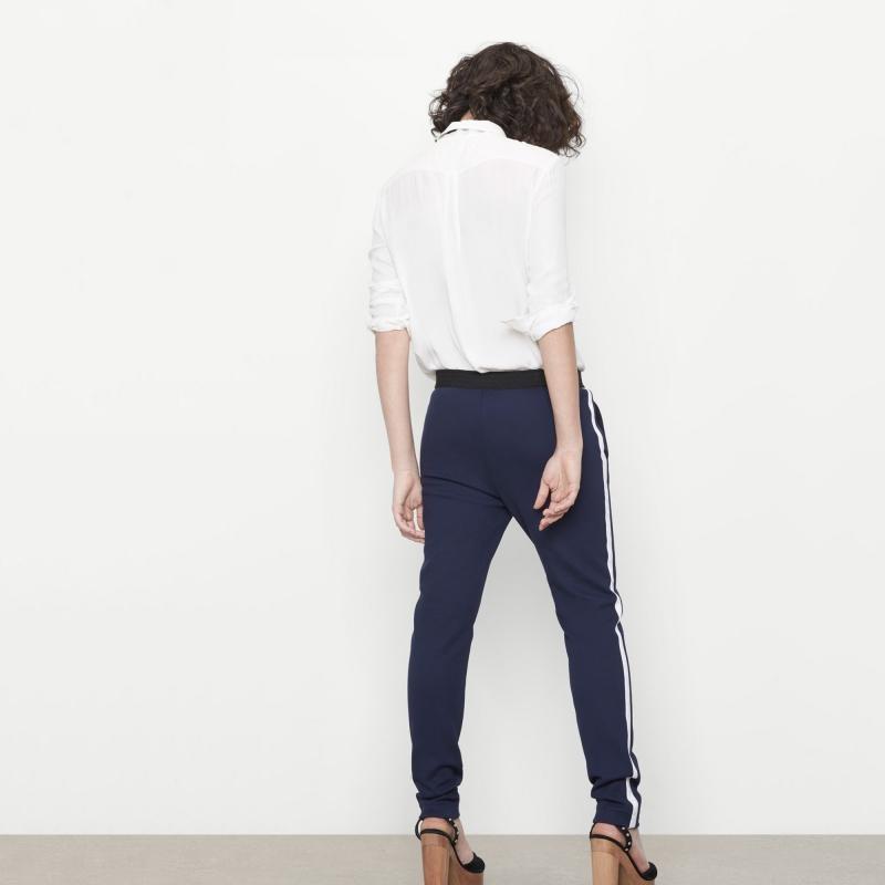 Pantalon bleu bandes lat rales avec quoi le porter - Que porter avec un pantalon bleu marine ...