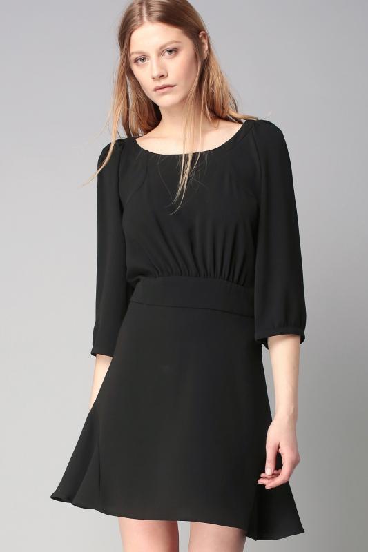 quelles baskets porter avec une robe noire tendances de mode. Black Bedroom Furniture Sets. Home Design Ideas