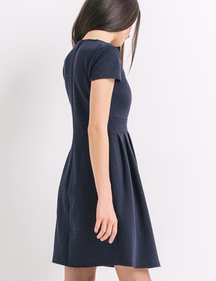 robe bleu marine avec quelles chaussures la porter tendances de mode. Black Bedroom Furniture Sets. Home Design Ideas