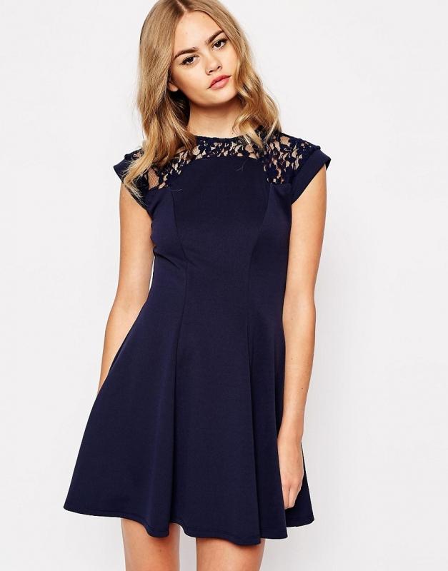 J\u0027ai acheté cette robe patineuse bleue pour la porter au mariage
