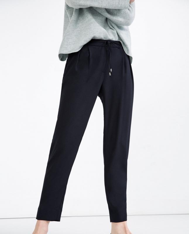 Pantalon fluide comment le porter en t tendances de mode - Que porter avec un pantalon bleu marine ...