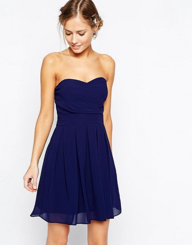 trouvé cette robe bleue.