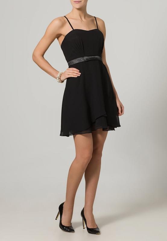 Comment porter la robe bustier quand on est ronde - Quelle robe porter quand on est petite ...