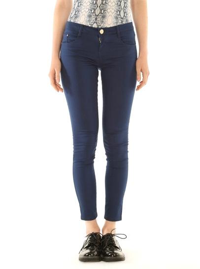 pantalon skinny bleu marine avec quoi le porter tendances de mode. Black Bedroom Furniture Sets. Home Design Ideas