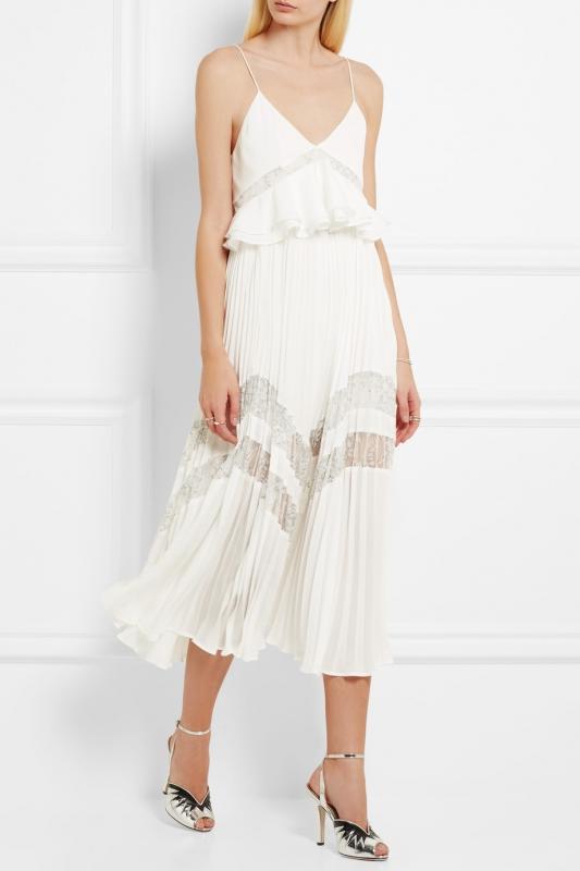 Quelle veste avec robe blanc casse