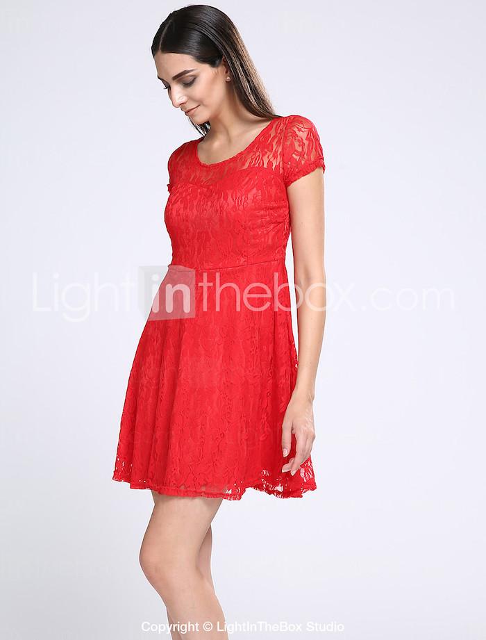 Robe rouge en dentelle comment la porter en soire for Quoi porter sur une robe maxi pour un mariage
