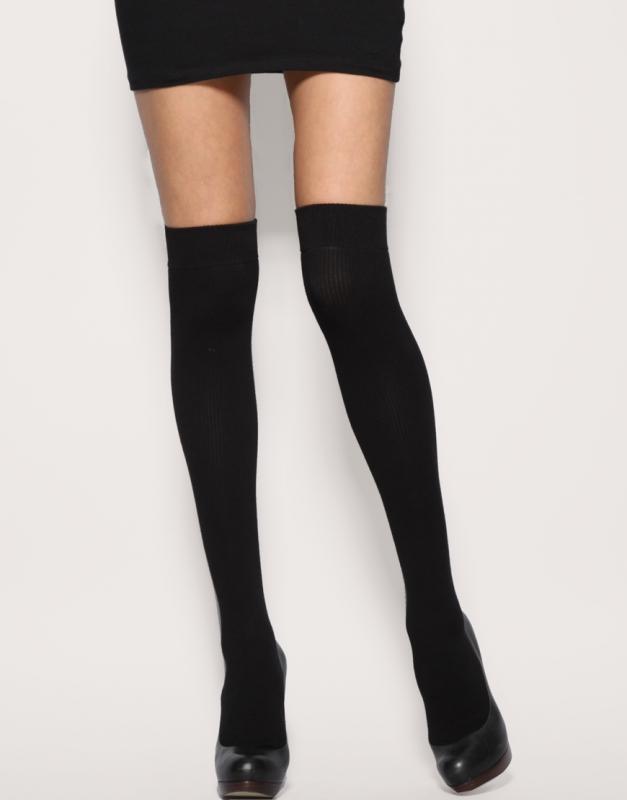 Comment porter les chaussettes hautes noires tendances - Comment porter les chaussettes hautes ...