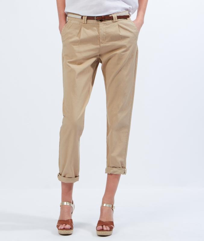 Pantalon chino beige comment le porter tendances de mode - Comment porter un pantalon beige ...