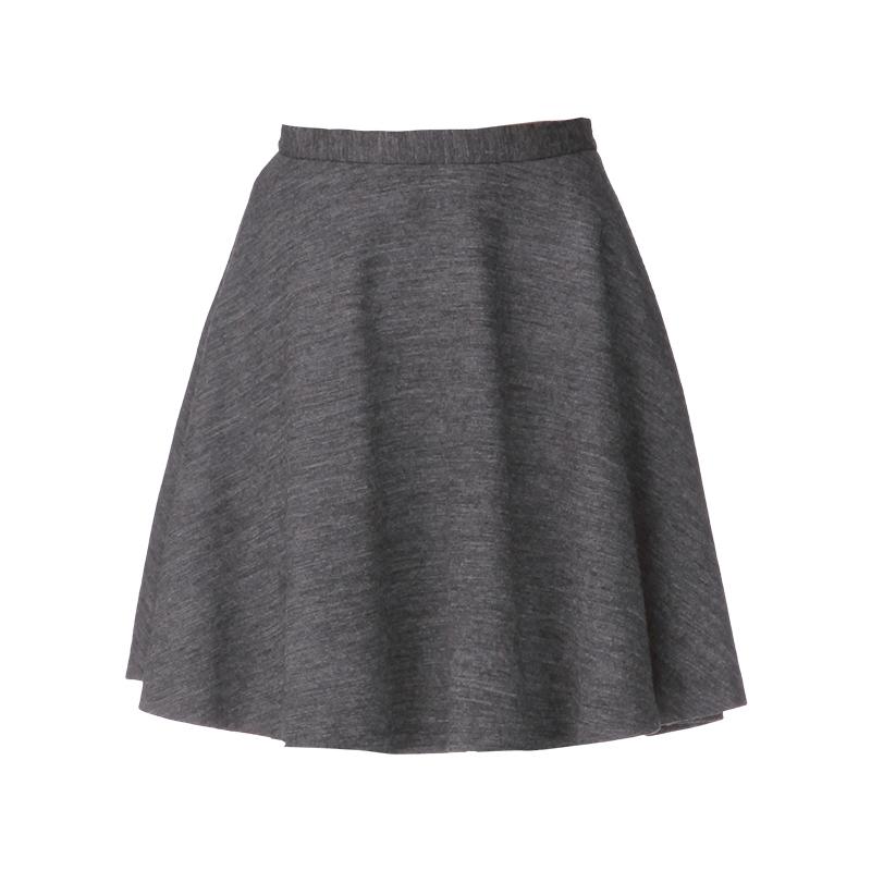 comment porter la jupe grise en hiver tendances de mode. Black Bedroom Furniture Sets. Home Design Ideas