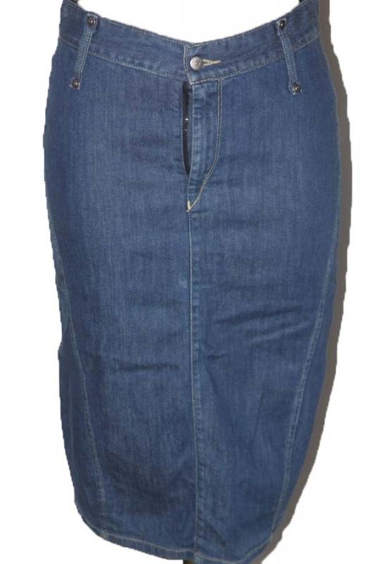 jupe crayon en jean baskets ides de tenues tendances de mode. Black Bedroom Furniture Sets. Home Design Ideas