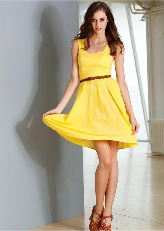 b13f572c52a Comment Porter la Robe Jaune au Printemps   - Tendances de Mode