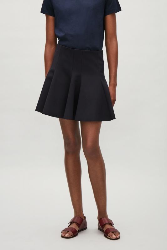 quelles chaussures porter avec une jupe noire tendances de mode. Black Bedroom Furniture Sets. Home Design Ideas