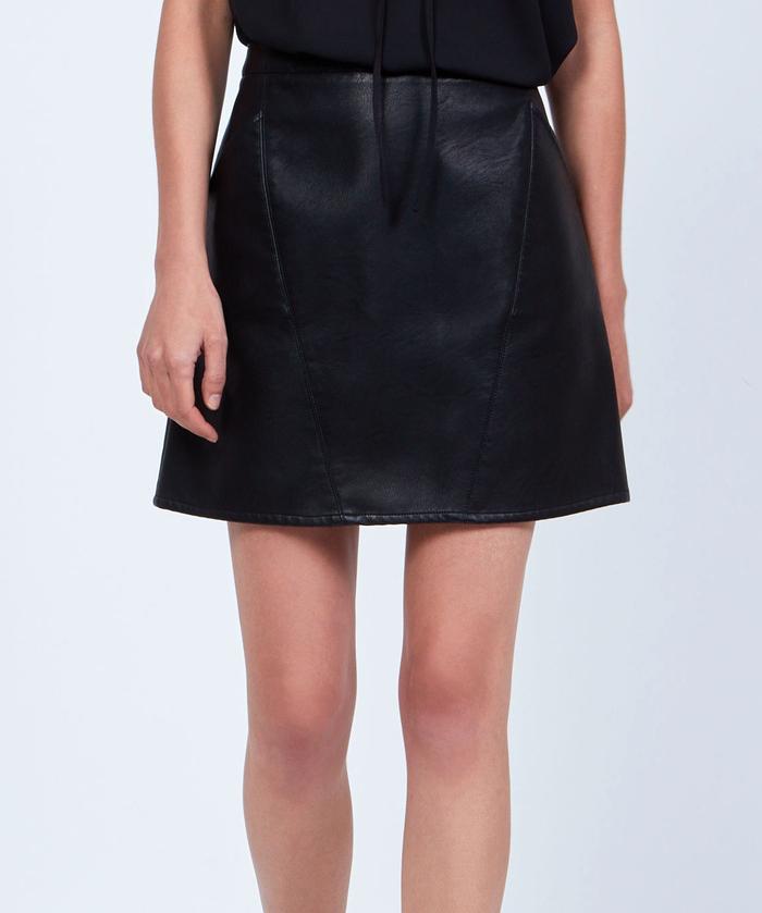 quelles chaussures porter avec une jupe en cuir tendances de mode. Black Bedroom Furniture Sets. Home Design Ideas
