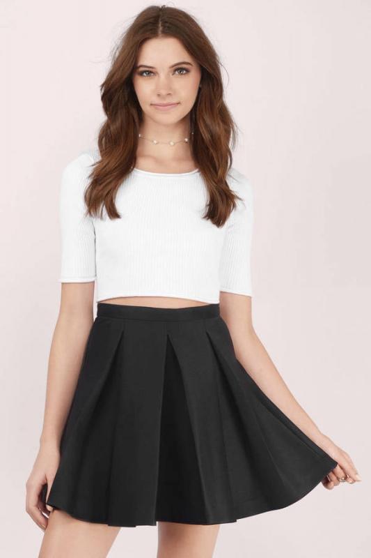 comment porter la jupe patineuse quand on est petite tendances de mode. Black Bedroom Furniture Sets. Home Design Ideas