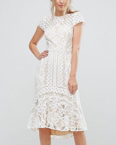 222b7c42908 Je possède cette très belle robe en dentelle. Je compte la porter avec ...