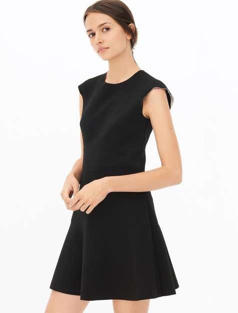 f21c0e5e0f6 Quelle Veste Porter avec une Robe Noire ? - Tendances de Mode