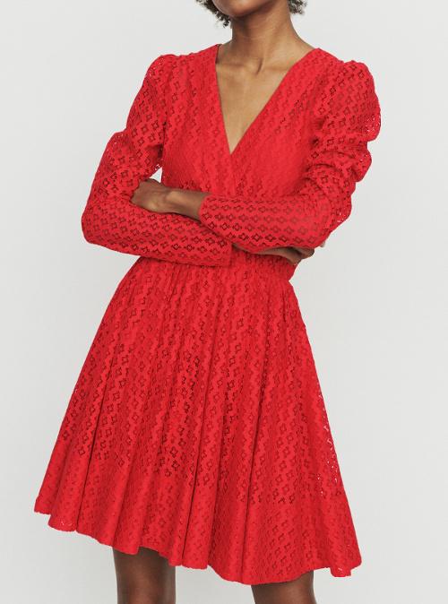 chaussures avec robe rouge erable